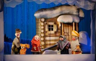 Сцена из детской сказки Морозко