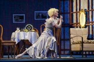Анастасия Краснова в спектакле Неугомонный дух