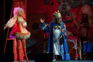 Царь выдаёт Красавицу Царевну замуж в детской зказке