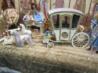 Игрушечная карета в музее уникальных кукол