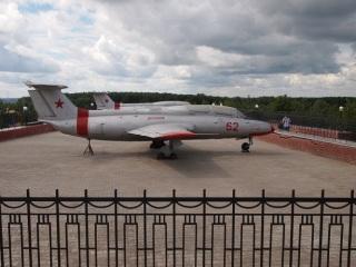 Реактивный самолёт в парке в Костроме